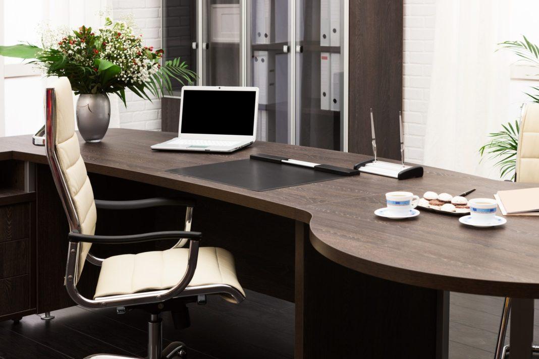 La ce sa te uiti cand cumperi un scaun de birou de pe internet